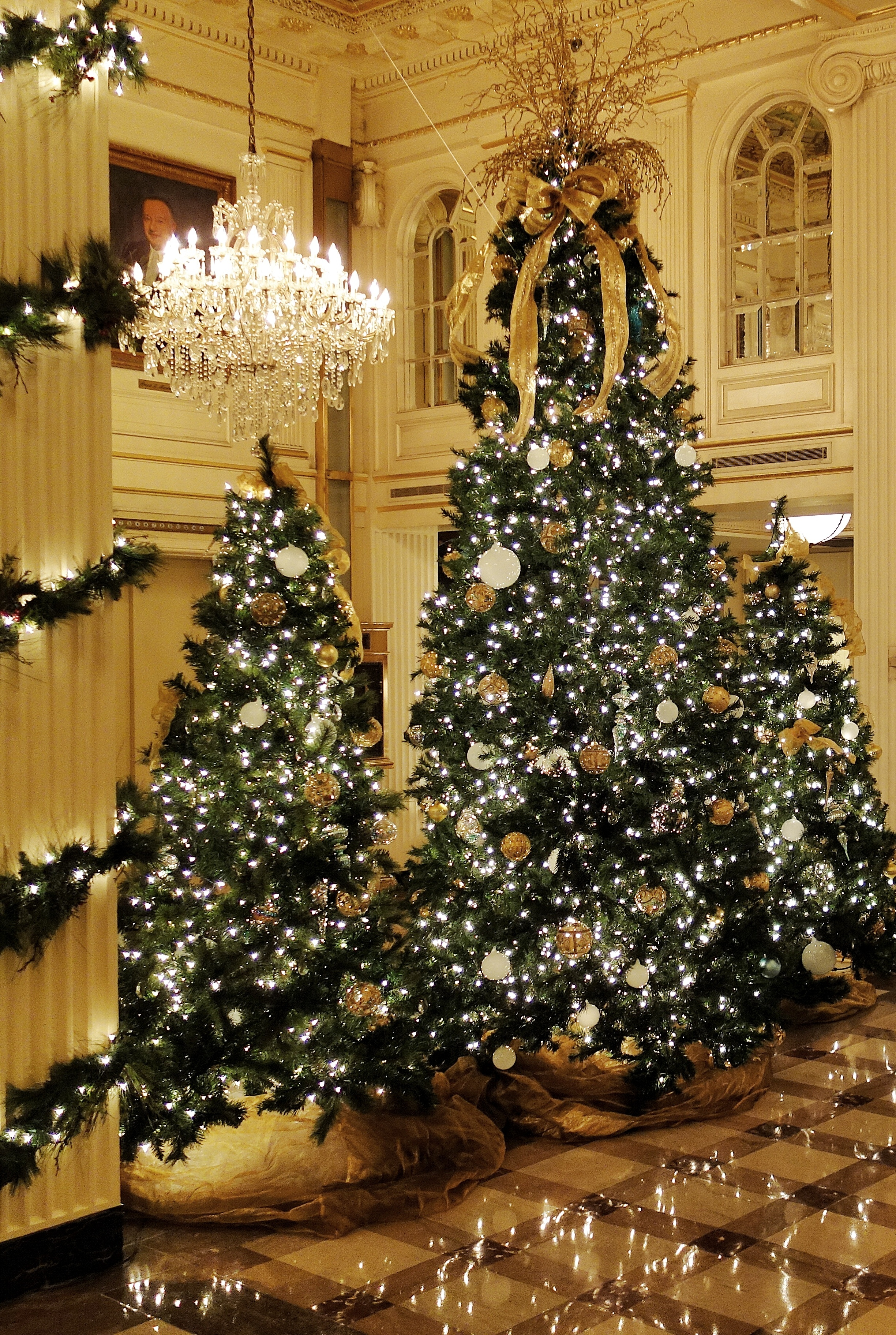Christmas Decorations In Hotel Lobby : The best holiday decorations in new orleans