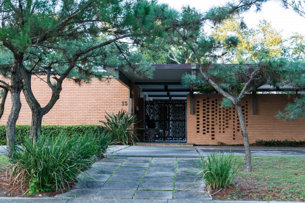 Some of the best examples of preserved and renovated midcentury modern architecture in New Orleans can be found in Lake Vista's bird and jewel named streets.