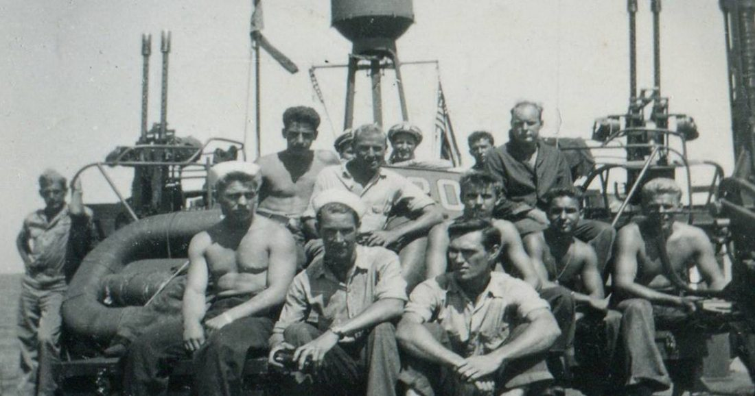 (The original crew aboard PT-305. Photo credit: WWII Museum on Facebook.)