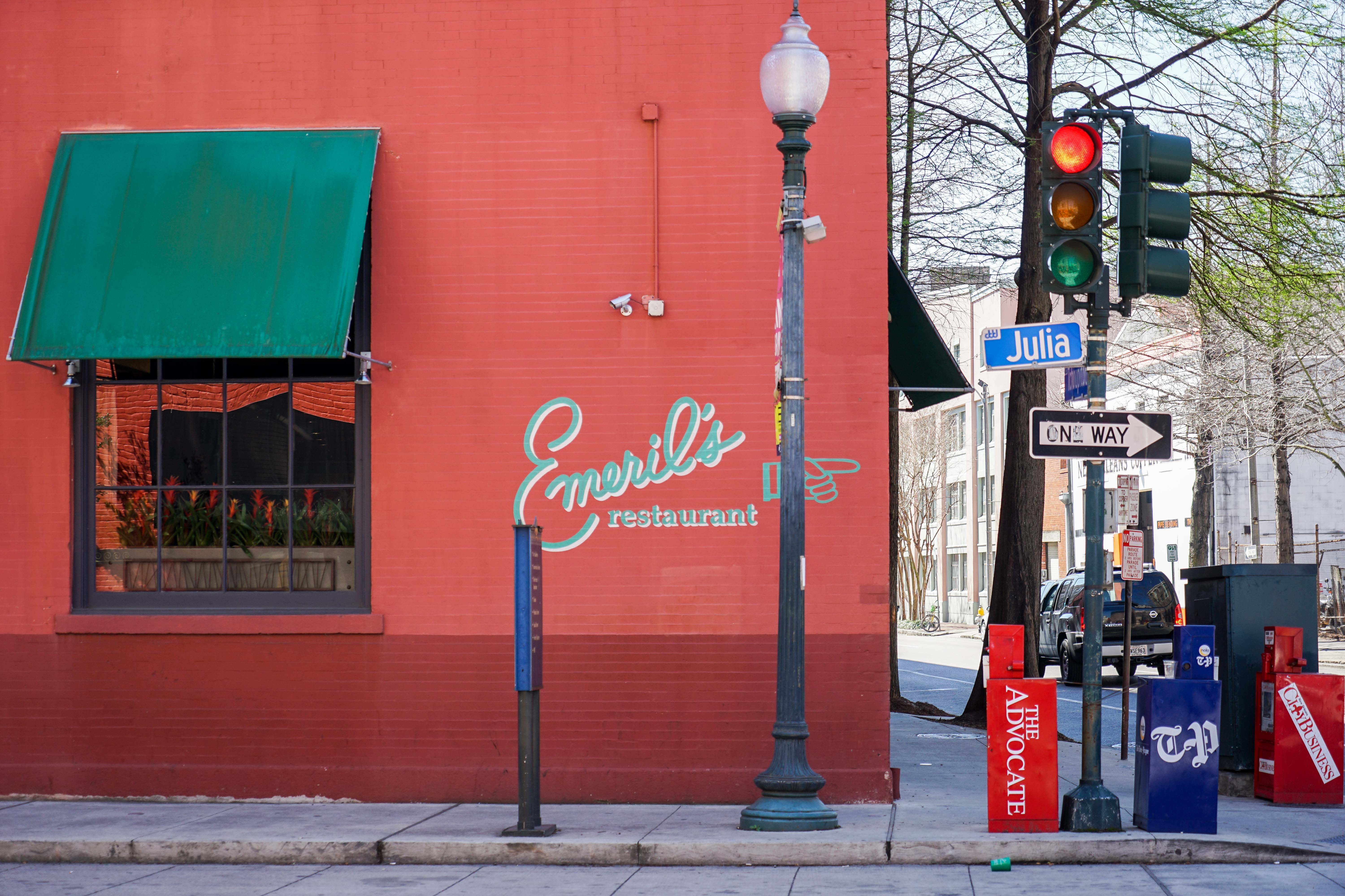 Emeril S Flagship Restaurant In The Warehouse District Has Been Wowing Locals And Tourists Alike With Gracious