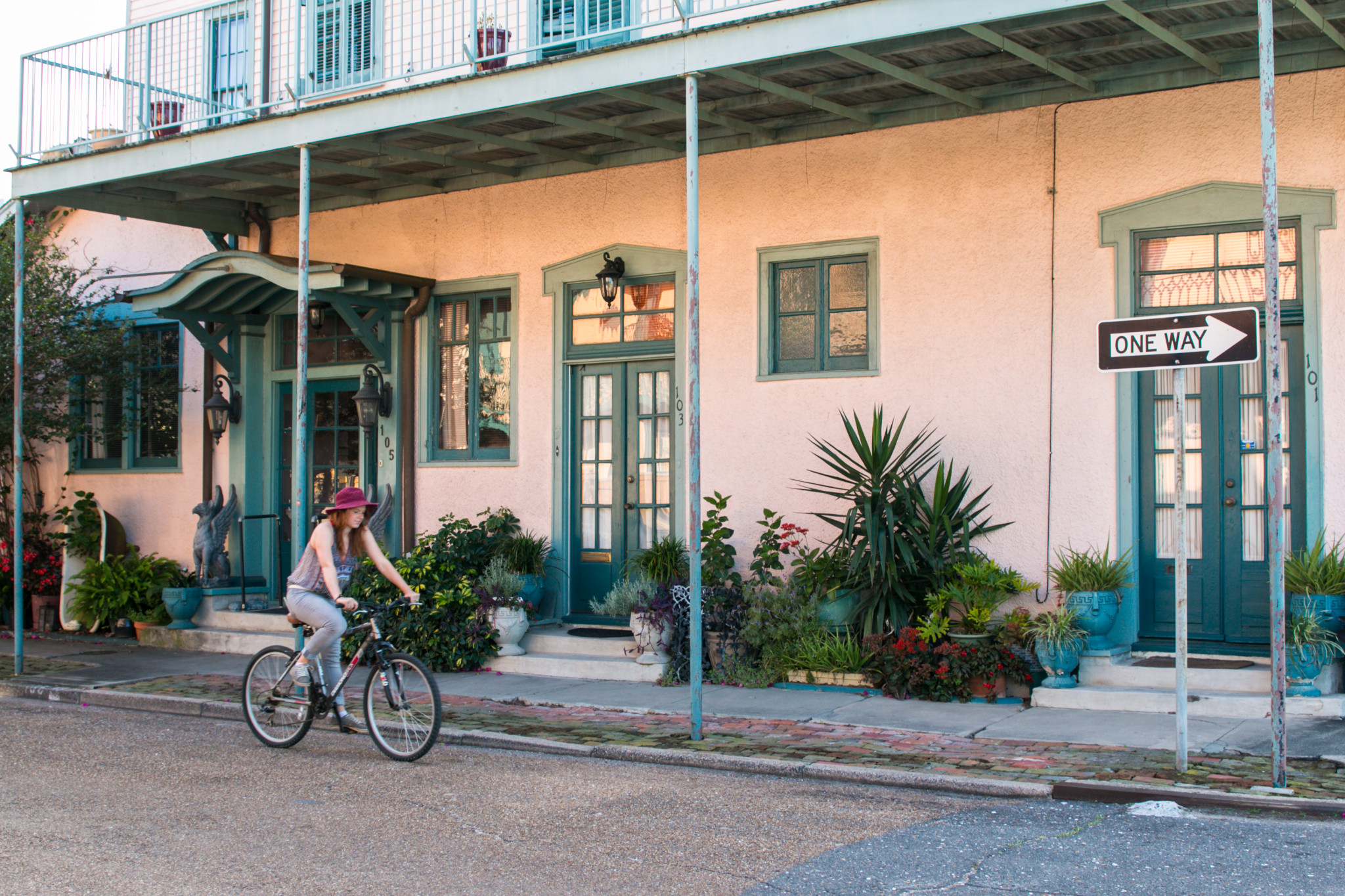 A leisurely pedal through Algiers, the historic neighborhood just across the Mississippi River. (Photo: Rebecca Ratliff)