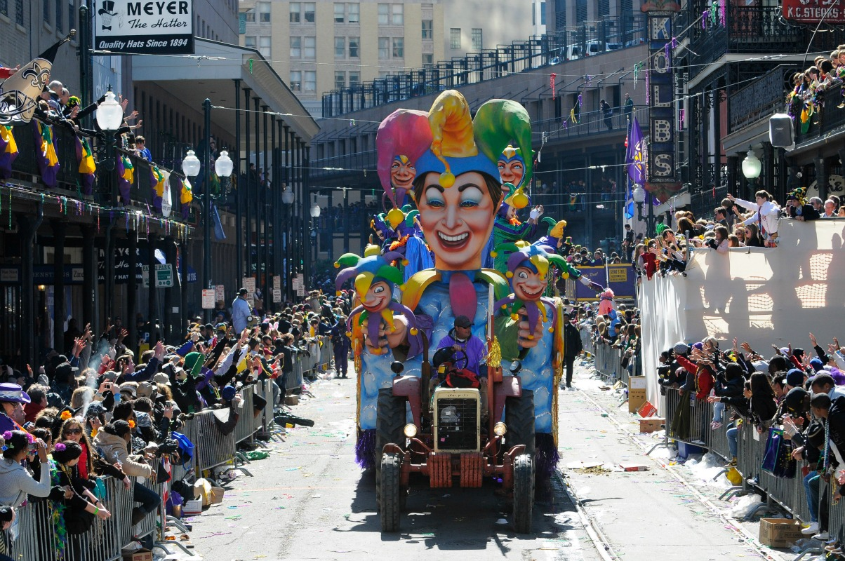 Revelers take to the streets to enjoy the Rex parade on Mardi Gras day. (Photo: Cheryl Gerber)
