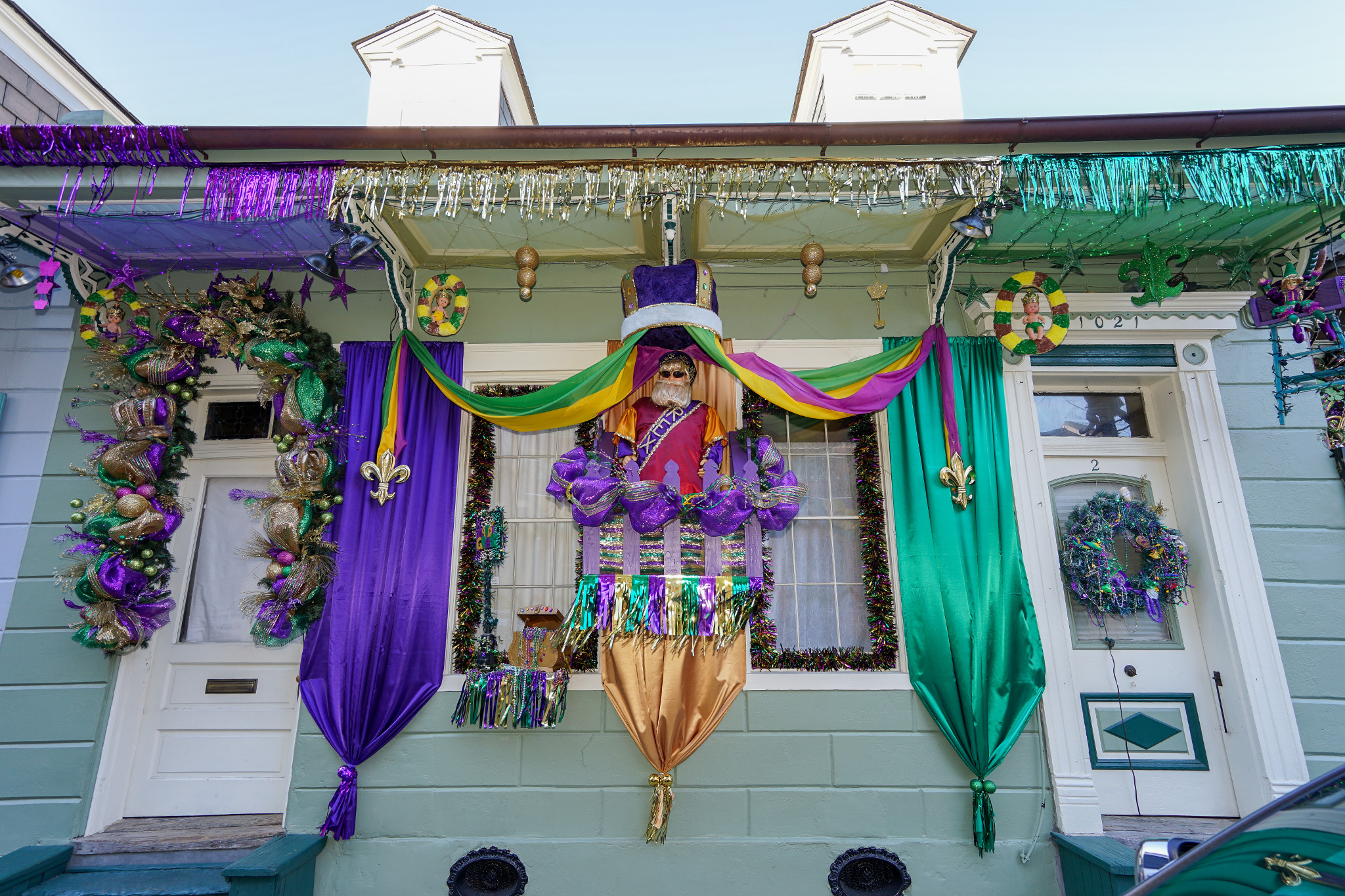 fe39e0468a3 5 New Orleans Houses Dressed up for Mardi Gras