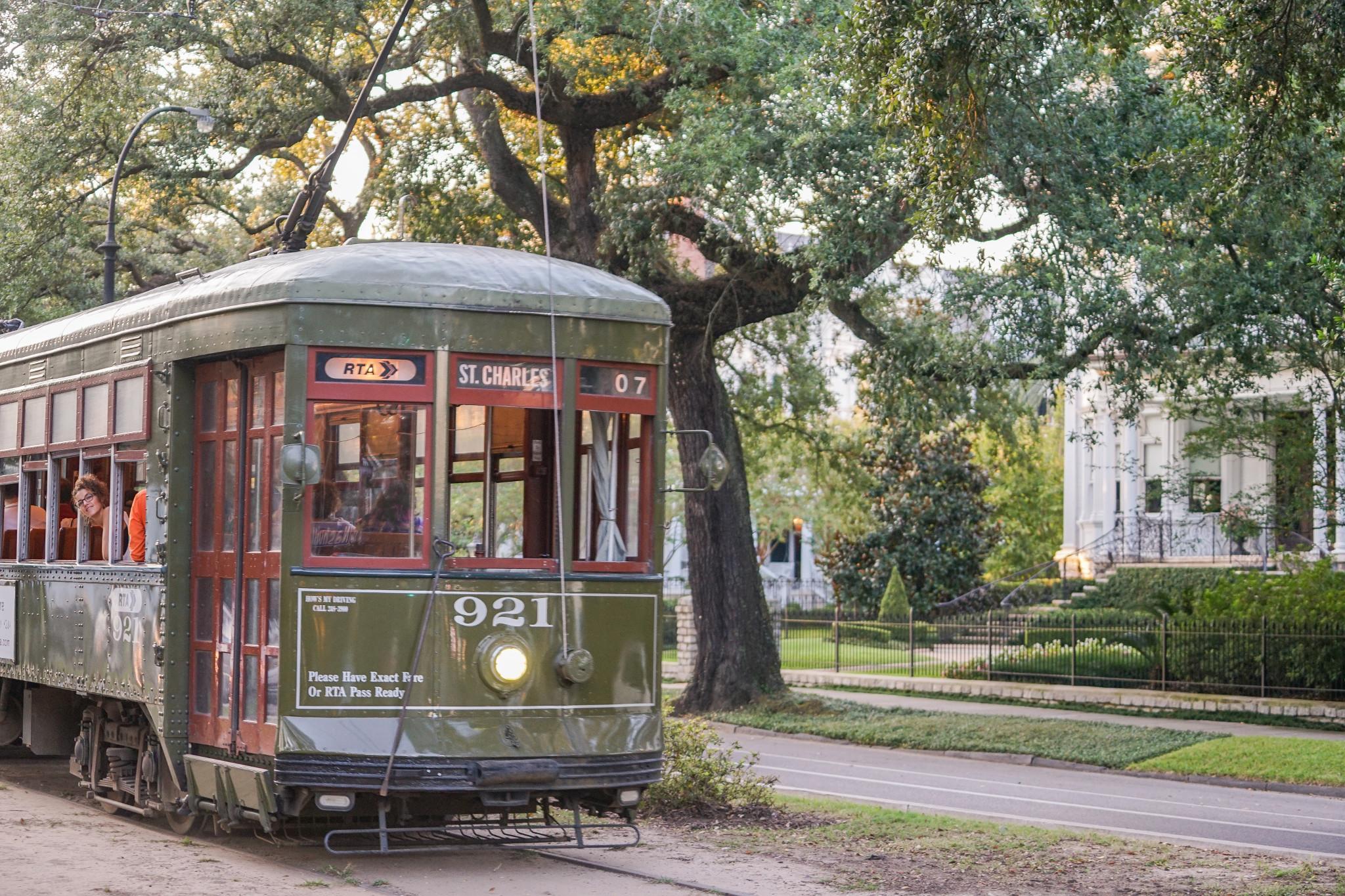 Make A Day Of Riding The Saint Charles Streetcar Gonola Com